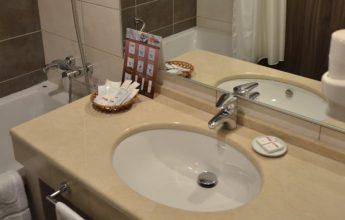 Фото раковины в номере 3 звезды гостиницы ГРИНН