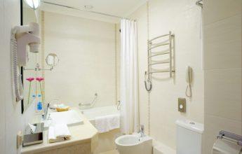 Фото ванной комнаты номера люкс