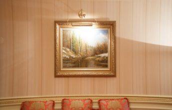 Картина в роскошном Президентском номере гостиничного комплекса ГРИНН