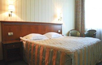 Большая кровать пятизвездочного номера 1 категории SINGLE