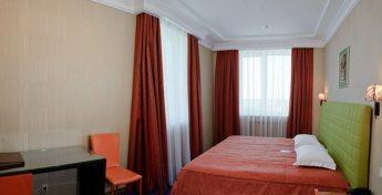 Спальная комната трехкомнатного номера Сюит фото