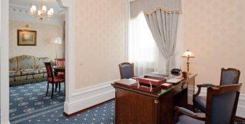 Апартаменты одной из комнат номера Сюит в гостинице ГРИНН