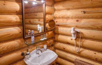 Фото раковины и зеркала в номере 1 категории SINGLE